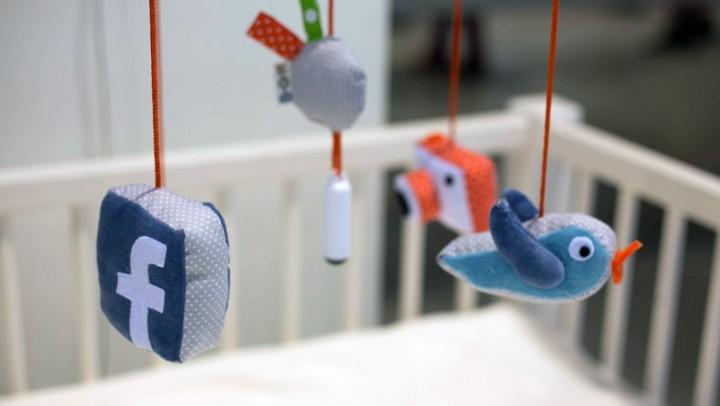 laura-cornet-twitter-facebook-baby-social-media
