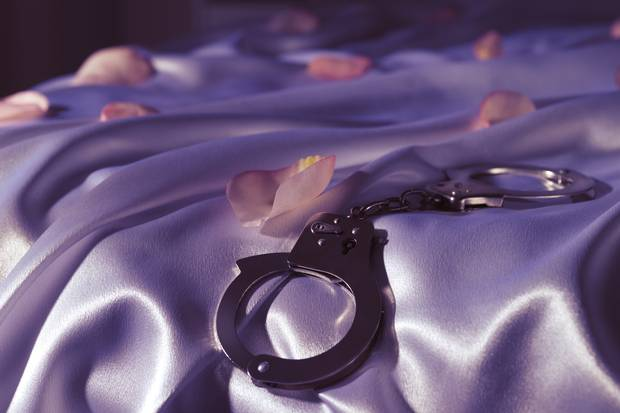 handcuffs1202a